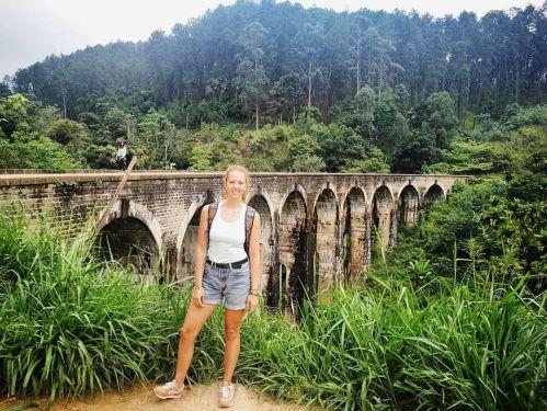 Travel guide to Sri Lanka Ella Town Nine Arch Bridge