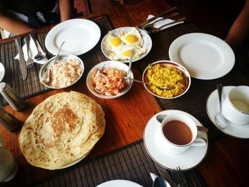 Travel Guide to Sri Lanka Ella Town Ella Village Dahl Coconut Sambal Roti Foodie